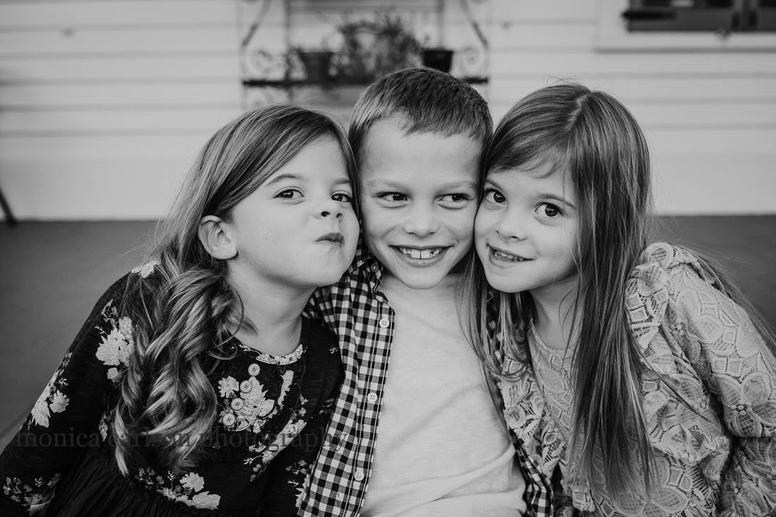 Black and white photo of three sibling taken in Roswell, Georgia